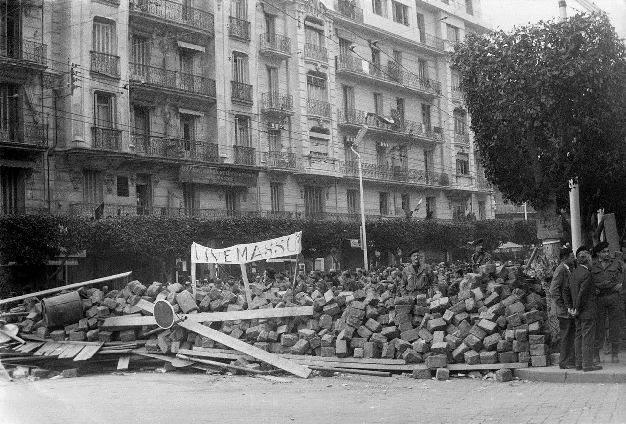 Barricata anti indipendenza ad Algeri