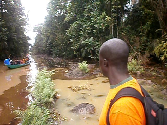 Settembre 2013: perdita da un oleodotto dell'Agip nel fiume Ikebiri .