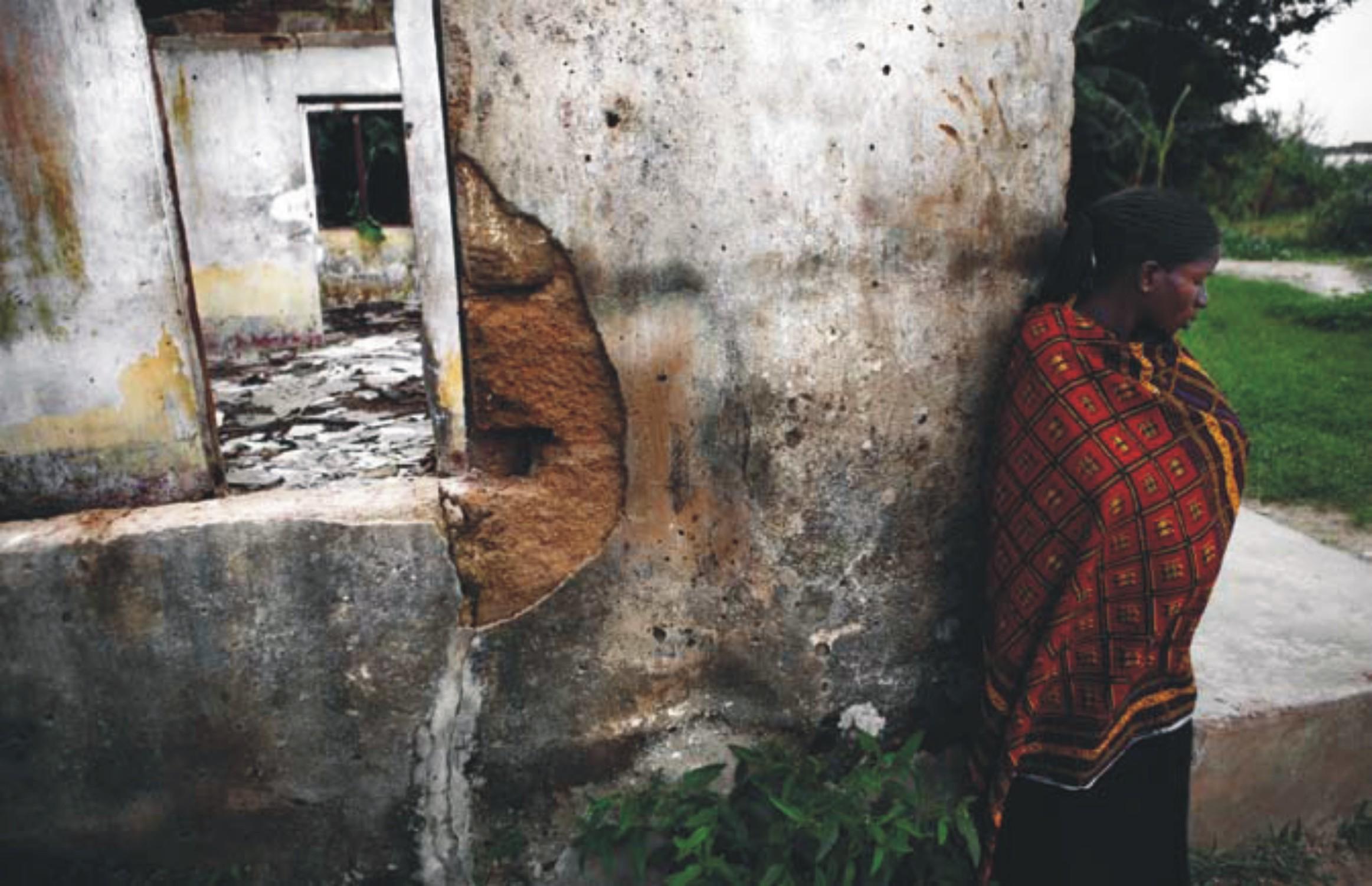 I resti del centro medico di Okpai. Foto: Luca Tommasini, 2011.