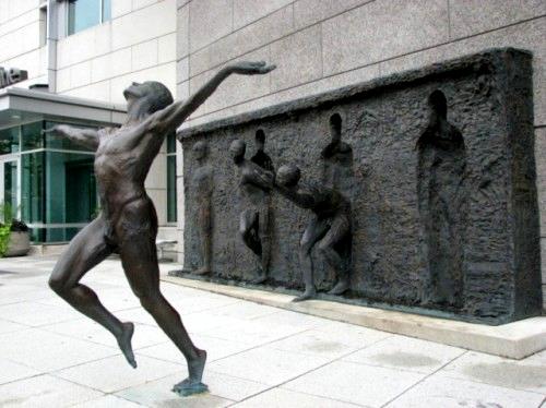 Liberazione, scultura di Zenos Frudakis