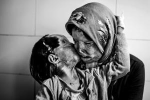 Merhi Somayeh  e sua figlia Rana,  Foto Ebrahim Noroozi (qui)