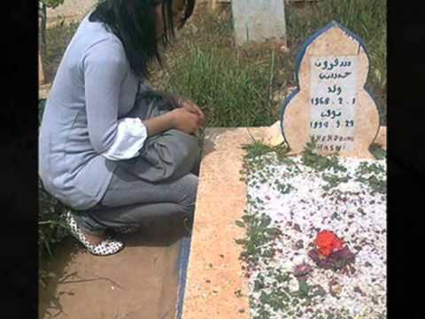 La tomba di Cheb Hasni, diventata luogo di pellegrinaggio degli innamorati