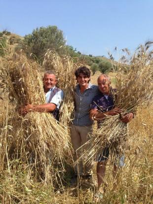 Stefano Caccavari al centro con suo zio Franco a sinistra