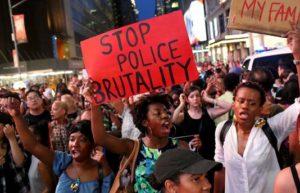 4966263_6_d0e4_une-manifestation-contre-les-violences_66617e624d4b5f5d5e412b52a7344051