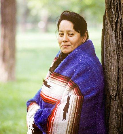 mary crow dog and religion Résumé de la quatrième de couverture: mary crow dog est indienne, de la nation sioux lakota le décor de son enfance, c'est une réserve du dakota du sud, dévastée par le chômage, le désespoir et l'alcoolisme.