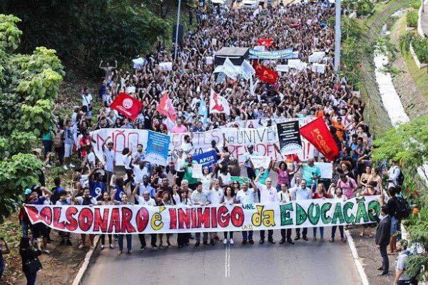 Brasile: Bolsonazi all'attacco della pubblica istruzione